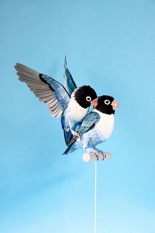 カラフル!リアル!鳥や蝶をモチーフにした紙の彫刻作品 (7)