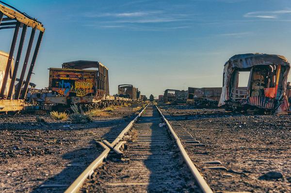 世紀末的な風景。ボリビアで放棄された列車の数々の写真 (13)
