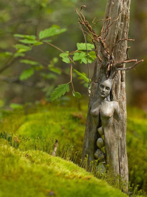 ロマサガのボスっぽい…流木に宿る女性彫刻! (15)
