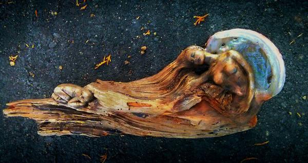 ロマサガのボスっぽい…流木に宿る女性彫刻! (2)