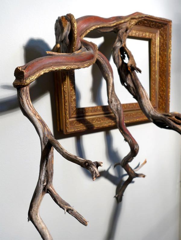 ねじれた木の形を生かしたヴィンテージで華やかな額縁 (10)
