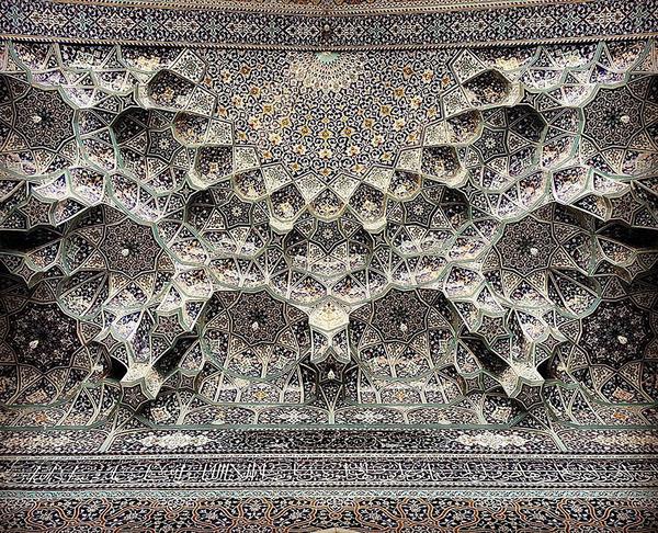 万華鏡のような美しさ。イランのモスクの建築美 (4)