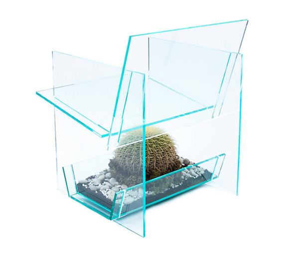 お尻むずむず。透明なアクリルの椅子『サボテンチェア』 (2)