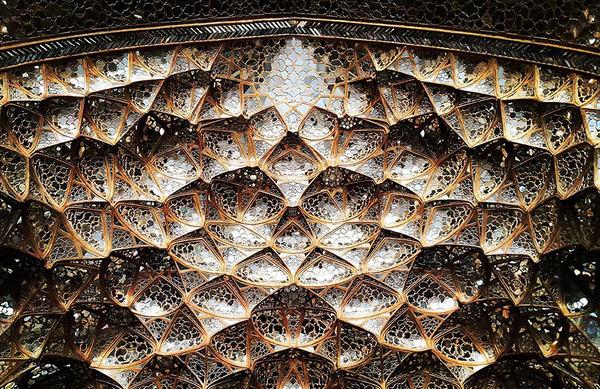 万華鏡のような美しさ。イランのモスクの建築美 (17)
