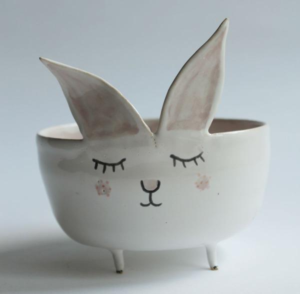 ほのぼのかわいい!瞳を閉じた動物たちの手作り陶磁器 (8)