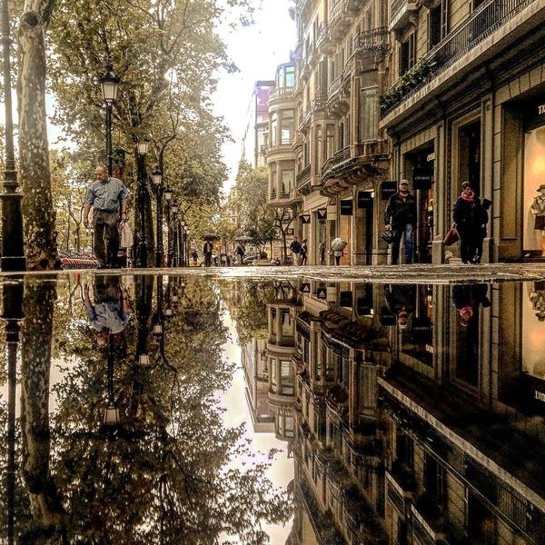 パラレルワールド!水たまりに反射する街の風景写真 (13)