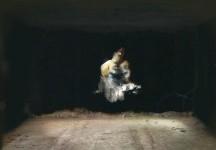 廃墟の壁に描かれた絵画が幽霊っぽくて軽くホラー
