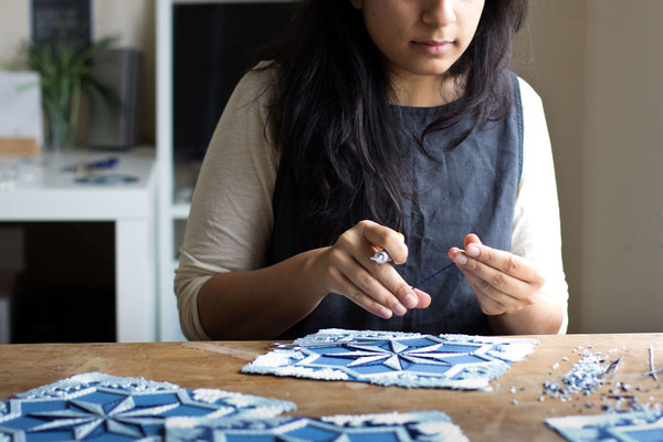 紙のカーペット!丸めて切った紙で繊細な模様を作るアート (2)