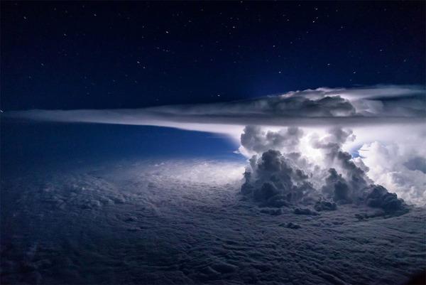 やっぱ雷属性が格好良いよね。飛行機から撮影された雷雲の写真 (1)