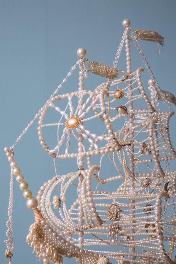 パールネックレスで作られた真珠の海に浮かぶガレオン船 7