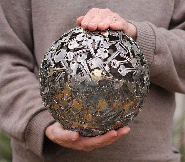 金属彫刻のリサイクルアート michael-moerkey 3
