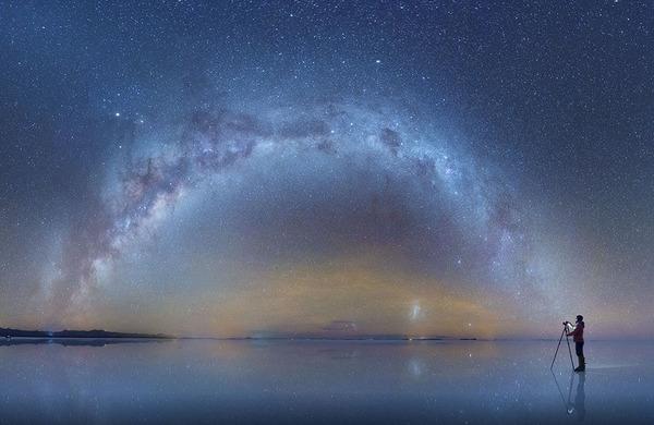 夜空に跨る天の川!ボリビア、ウユニ塩湖の星空が綺麗過ぎる (1)
