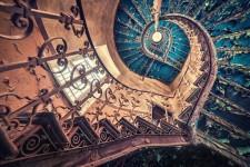 【綺麗】何とも言えない不思議な美しさ、螺旋階段の魅力!