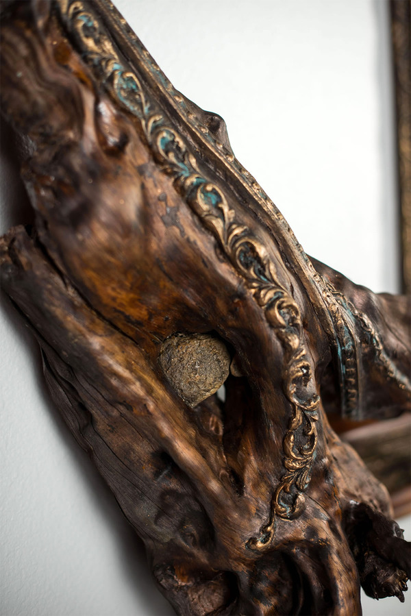 ねじれた木の形を生かしたヴィンテージで華やかな額縁 (2)