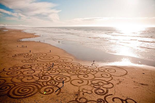 砂浜に描く絵画アート 7