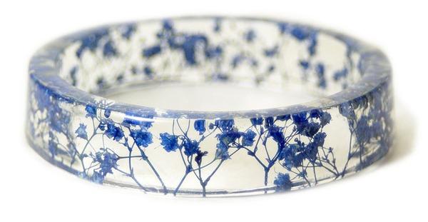 透明な樹脂に花や植物を詰め込んだハンドメイドアクセサリー (7)