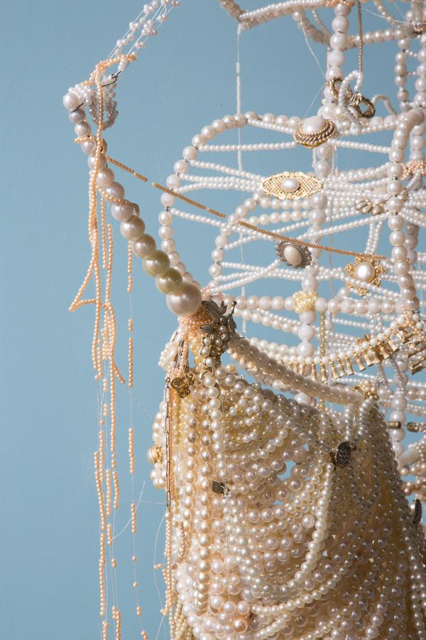 パールネックレスで作られた真珠の海に浮かぶガレオン船 5
