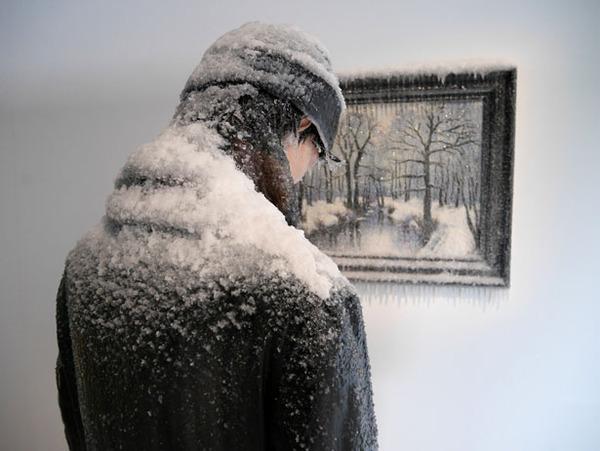 凍えるような寒さが伝わってくる!等身大レプリカと絵画の展示 (2)