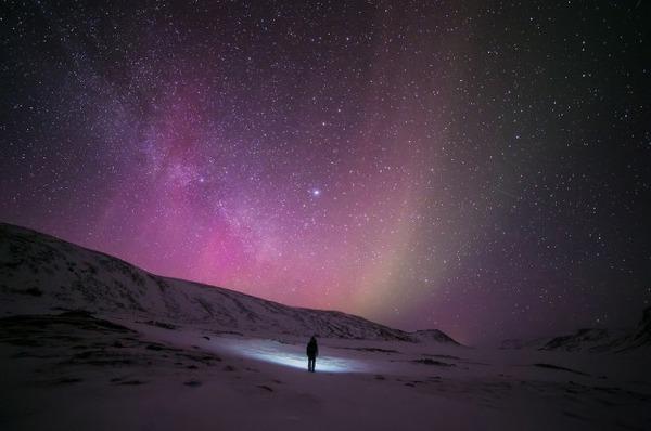 フィンランド北欧の美しい夜空。満天の星の画像