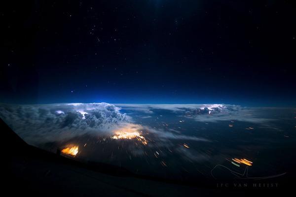 コックピットから撮影された壮大な空の写真 (19)