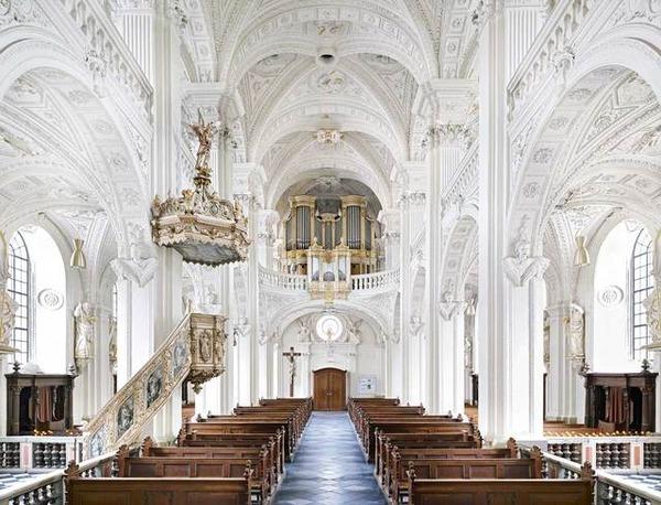 世界の公共施設の建築写真  Candida Hofer 3