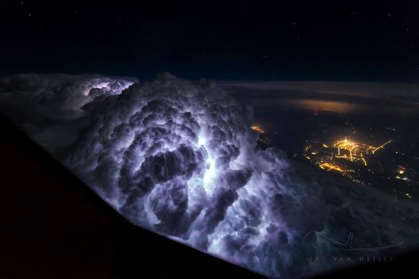 コックピットから撮影された壮大な空の写真 (6)