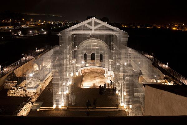 透け透けな教会現る!ワイヤーメッシュ製の建築デザイン (1)