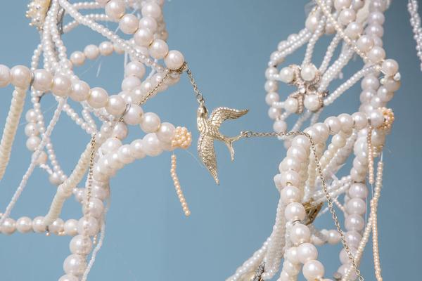 パールネックレスで作られた真珠の海に浮かぶガレオン船 8