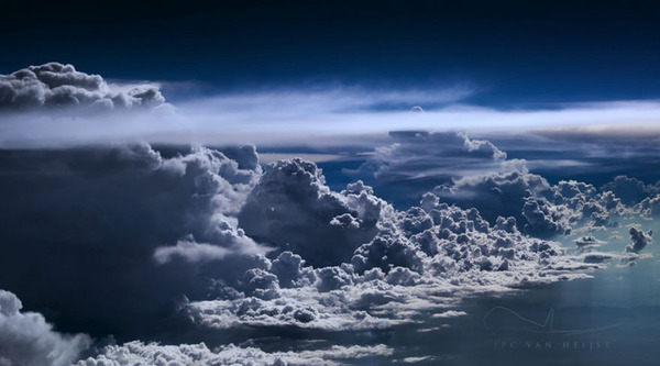 コックピットから撮影された壮大な空の写真 (18)