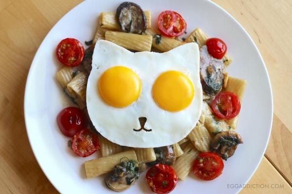 ネコ型目玉焼きが作れる金型で毎朝元気いっぱいだにゃん (4)