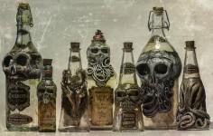 悪酔いしそう。悪魔が宿っていそうな不気味な酒瓶!
