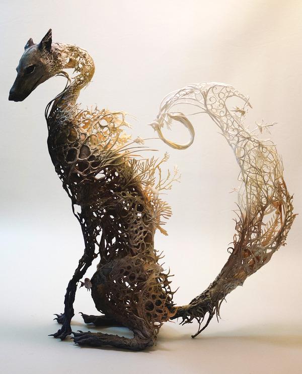 キツネ?の彫刻アート