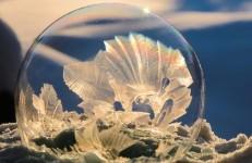 シャボン玉 美しい雪の結晶
