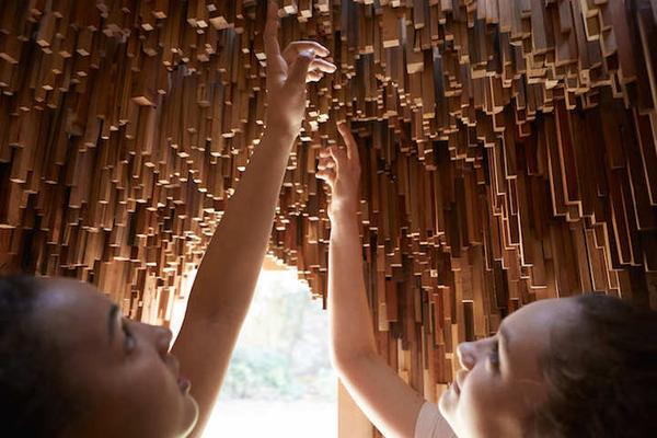 まるで異空間…!膨大な数の木片で構成された秘密の隠れ家 (9)