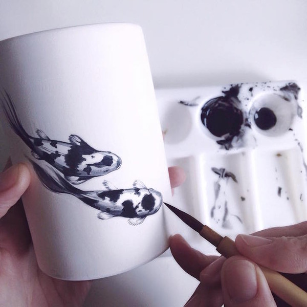 陶器に描く金魚や鯉の絵画アート Niharika Hukku (1)