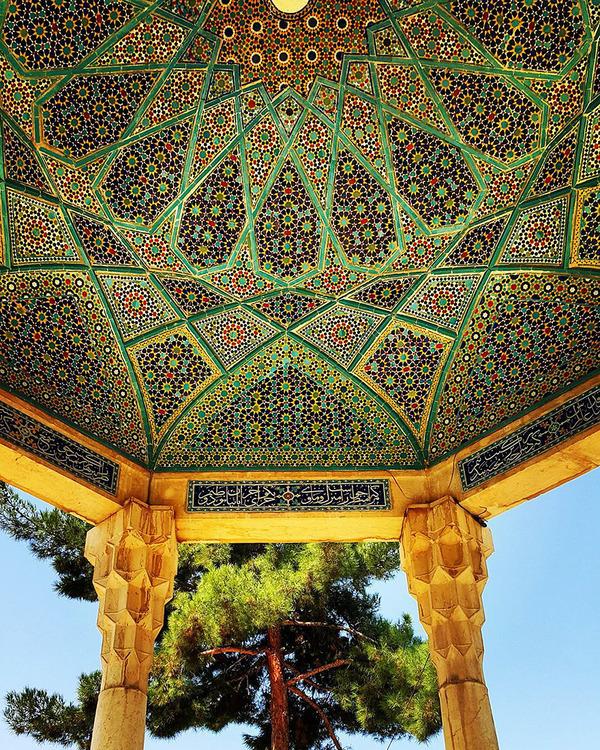 万華鏡のような美しさ。イランのモスクの建築美 (14)