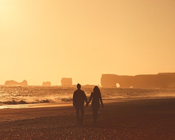 伝統的な結婚式を挙げずにアイスランドを旅したカップル (7)