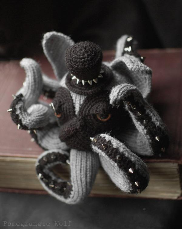 キモカワ?タコの足とイヌの顔が合体している編み物『Octodogs』 (8)