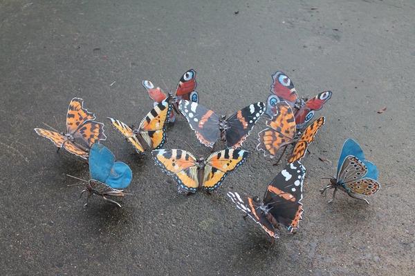 スクラップ金属から作られた鳥や蝶などの金属彫刻 (8)