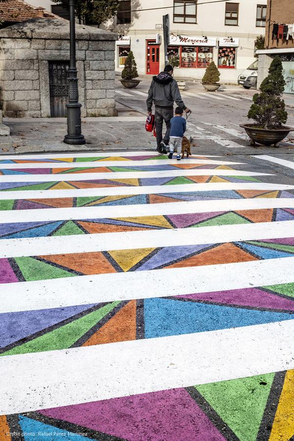 横断歩道がカラフルにペイントされたスペインの首都マドリード (10)