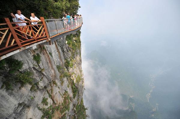 中国の天門山!もはやホラー…。恐怖と絶景を同時に楽しめる橋 (8)