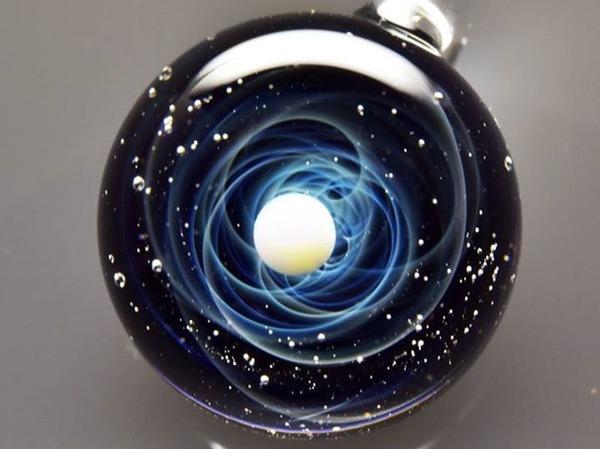 ガラスの中に宇宙!幻想的なペンダントトップ『宇宙ガラス』 (9)