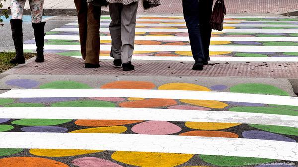 横断歩道がカラフルにペイントされたスペインの首都マドリード (9)