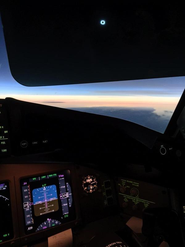 コックピットから撮影された日食2