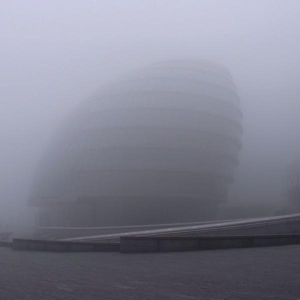 霧のロンドン。霧に覆われた幻想的なロンドンの街の写真 (4)