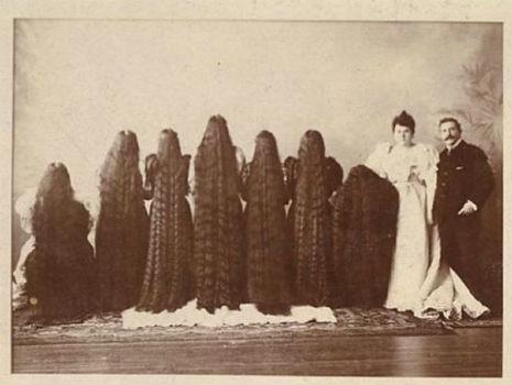 昔の人は髪の毛が超長い!ビクトリア朝の女性の白黒写真 (13)