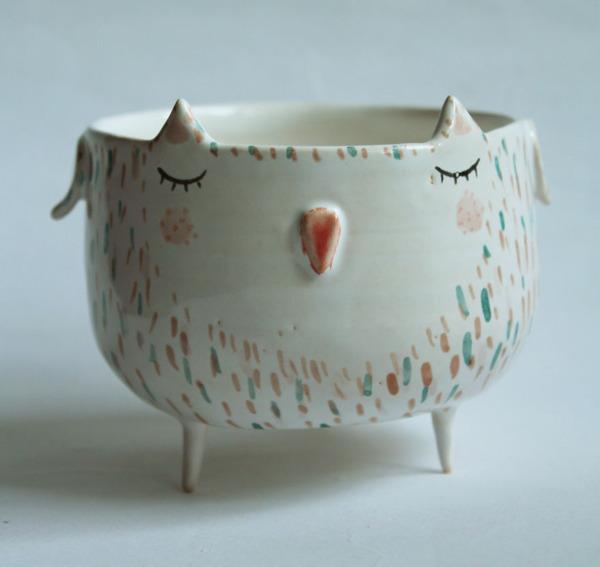 ほのぼのかわいい!瞳を閉じた動物たちの手作り陶磁器 (10)