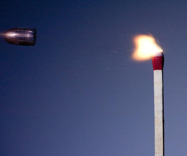 マッチ 弾丸が貫通する写真、スーパースローモーション (38)