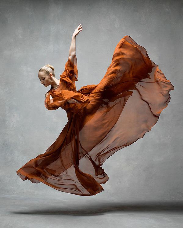 踊りが生み出す芸術。優美なダンサーの写真 (30)