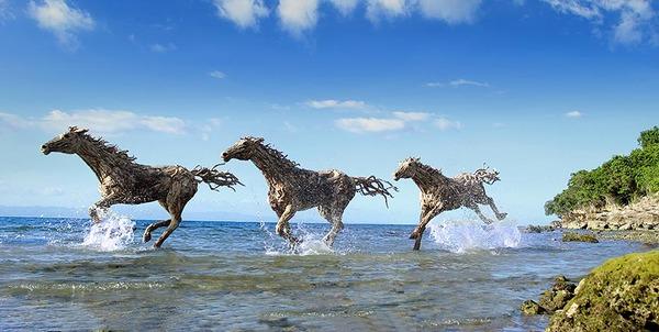 流木で作られた馬の彫像,彫刻 2